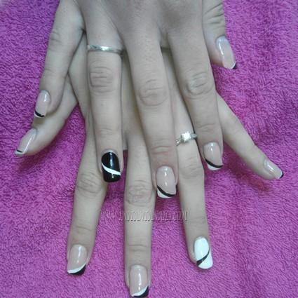 ongle blanc noir